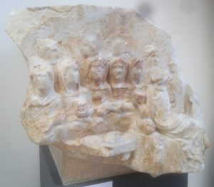 Fig. 1 : Relief représentant le banquet des vestales. Marbre, Rome, Ara Pacis (c) A. Arghyris