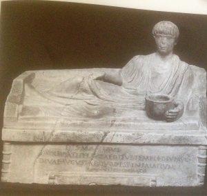 Fig. 2: Monument kline de C. Iulius Bathyllus. Environ 41 ap. J.-C. Rome, Musei Capitolini (inv. 211/S). D'après Dunbabin 2003.
